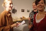 Ylioppilaskamerat | YOK NYT -näyttelyn avajaiset 9-2012 (taustalla Oton ja Paulan kuvat)